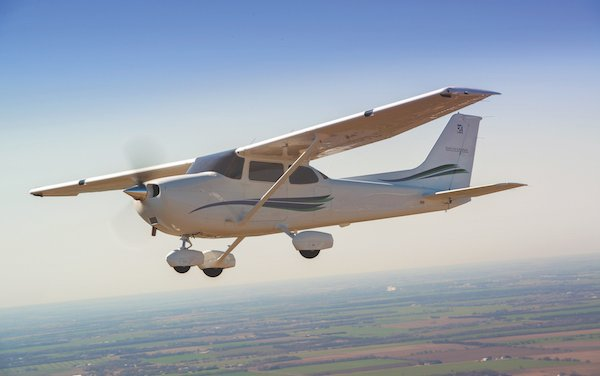 100 Cessna Skyhawk for ATP Flight School