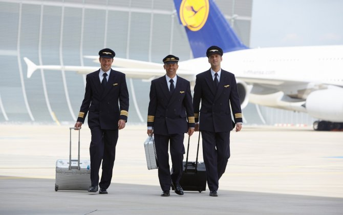 Lufthansa CEO Defends Cost Cuts as Pilots Threaten More Strikes