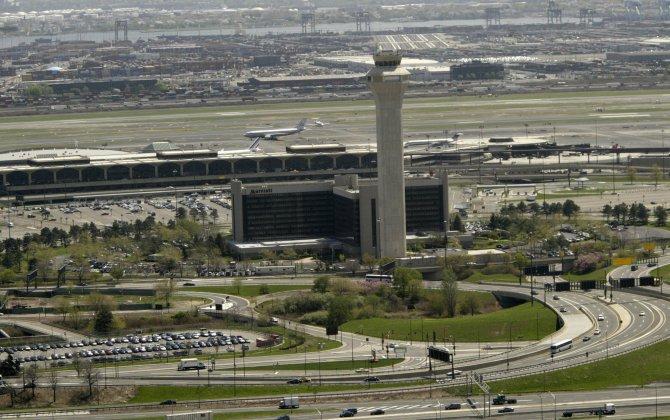 4 Hurt When Hangar Collapses at Newark Liberty International Airport
