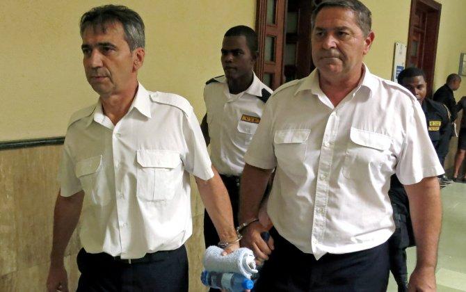'Air Cocaine' Pilots Flee Dominican Republic