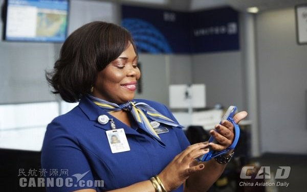 """United Airlines to """"Mobilize"""" Airport Customer Service Representatives with Apple's iPhone 6 Plus"""