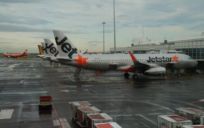 Passengers Terrified When Jetstar Engine Trouble Caused Shuddering, Banging in Midair
