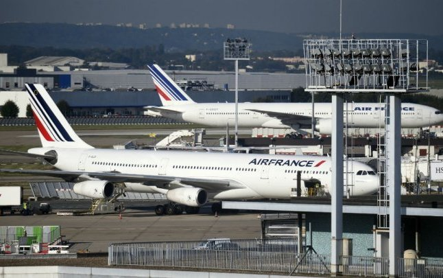 Air France pilots union calls for labour strike during Euro 2016