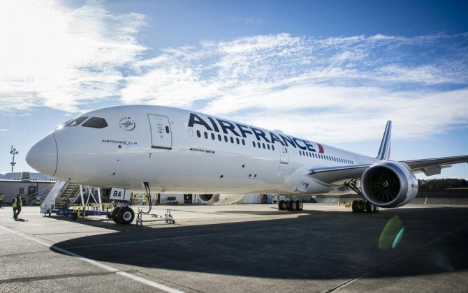 Air France's new B787 takes off to Montreal