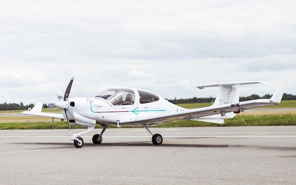 AirHub Aviation Lithuania took delivery of 3 Diamond Aircraft and a brand-new Convertible MCC Simulator