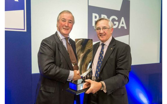 BBGA honours Biggin Hill Airport's Andrew Walters with industry award for outstanding services