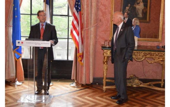 Bruce Whitman, chairman, president and CEO of FlightSafety International, receives the Médaille de l'Aéronautique from france