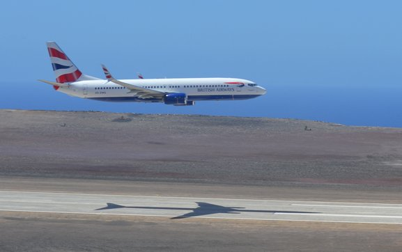 Comair 737 arrives at new St Helena airport