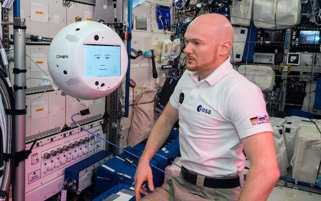 Crew assistant CIMON* successfully completes first tasks in space