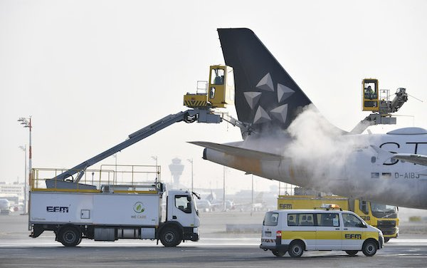 "E-mobility on the rise at Munich Airport - Electric ""elephant"" de-ices aircraft"
