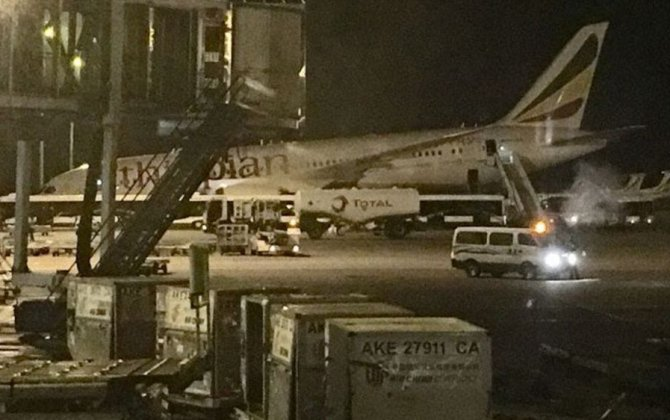 Ethiopian Airlines 787 Nose Gear Collapses at the Gate