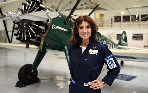 Female British aviator survives desert plane crash
