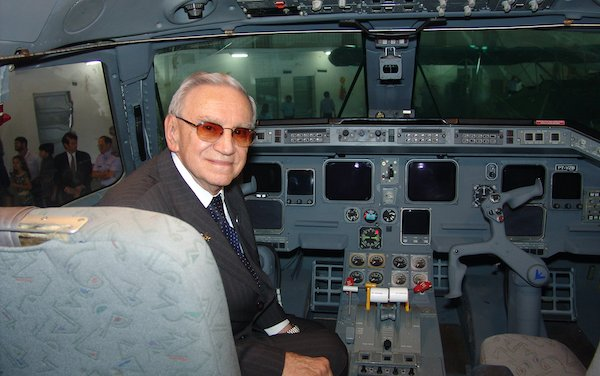 First Brazilian to receive one of the most important Aeronautical Awards in the World - Ozires Silva