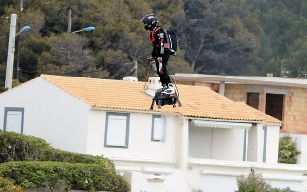 Franky Zapata zooms past farthest hoverboard flight record