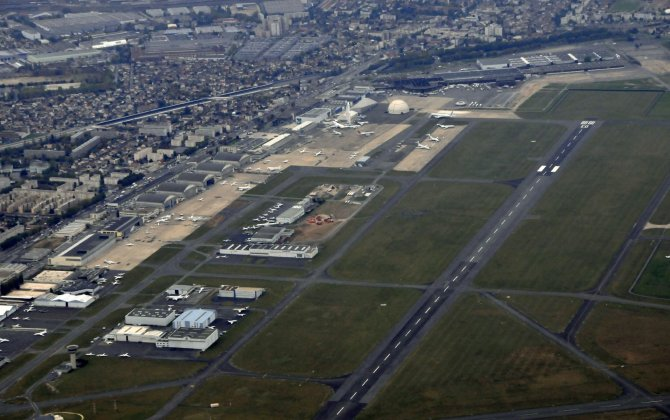 French probe VIP 777 wing-strike at Le Bourget