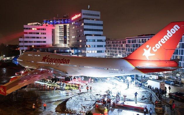 """Happy """"Landing"""" of Corendon Boeing 747 in hotel garden"""