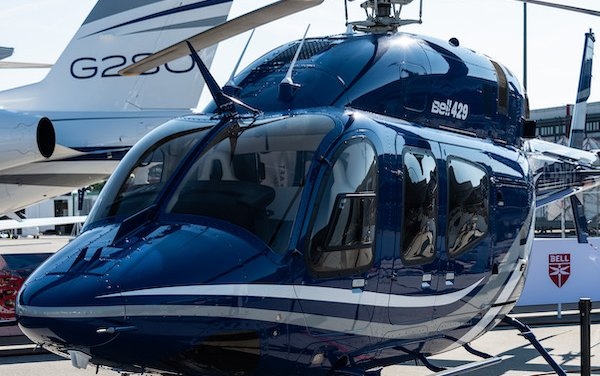 Helicopters disembark in Dubai