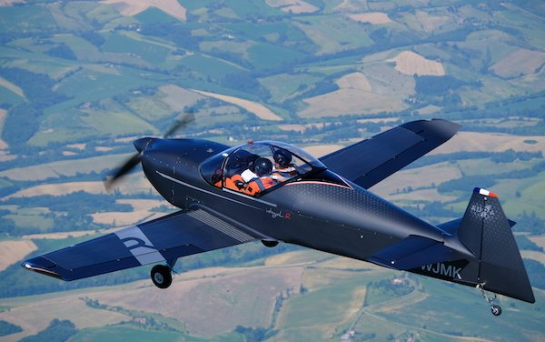 INTEGRAL R  - successful first public flight for new generation, twin-seater French aircraft