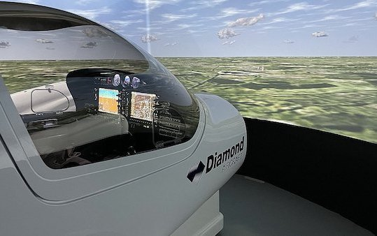 Leading Edge Aviation now also trains with Diamond simulator