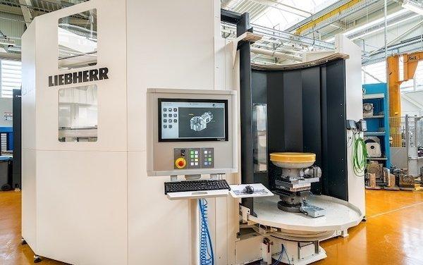 Liebherr-Aerospace puts a new machining center integrating a Liebherr robot into operation