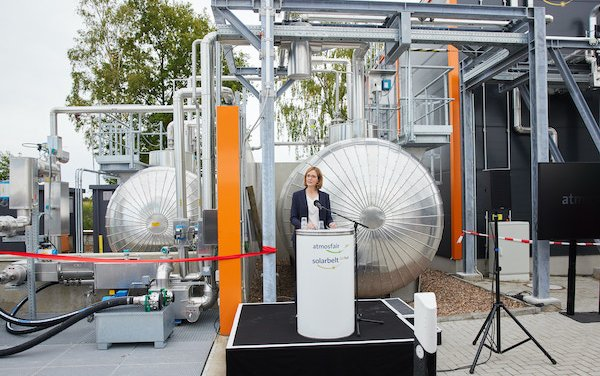 Lufthansa invests in first industrially produced carbon-neutral, electricity-based kerosene