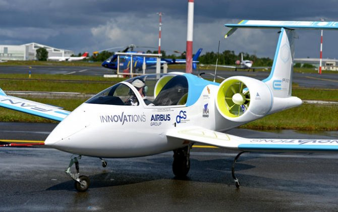 No flying Tesla? That's because electric planes are a steeper challenge than electric cars