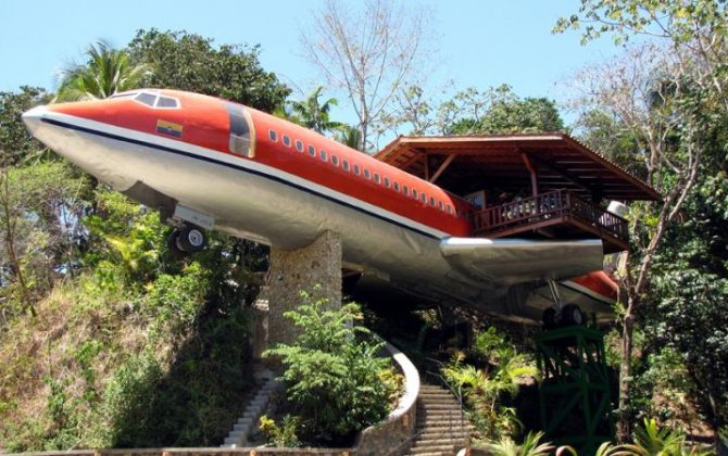 Passenger jet converted into luxury hotel in Costa Rica rainforest