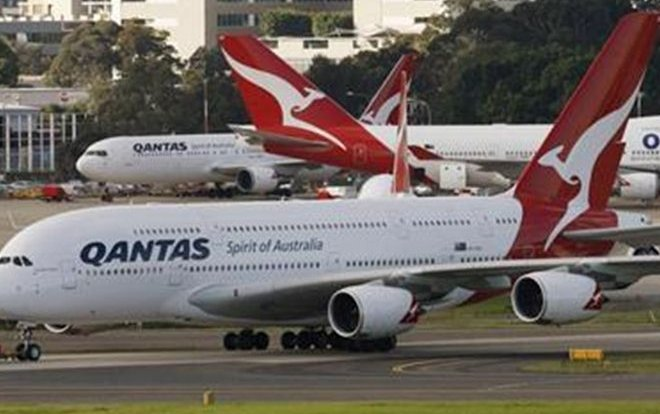 Qantas to keep Airbus A380s past 2020; talking to Boeing on 777X jets- exec