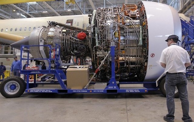 Rolls-Royce jet engine maker freezes managers' salaries