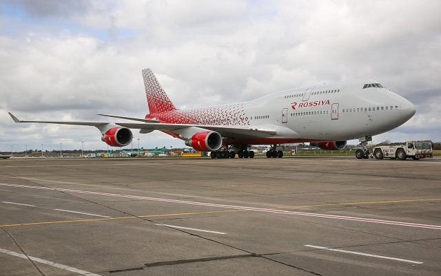 Rossiya receives 747-400 in new colours