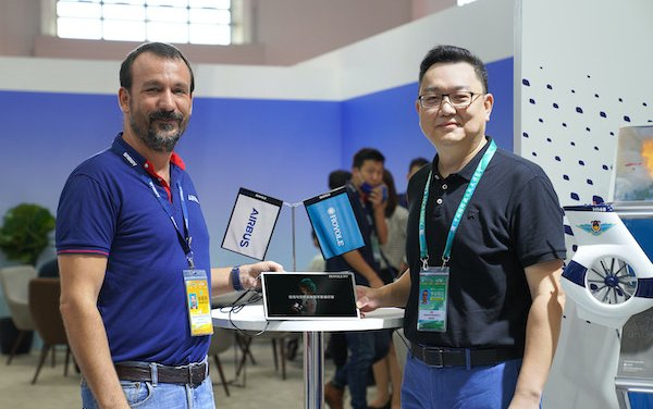 Royole & Airbus unveil the first three cabin flexible display prototypes at Airshow China