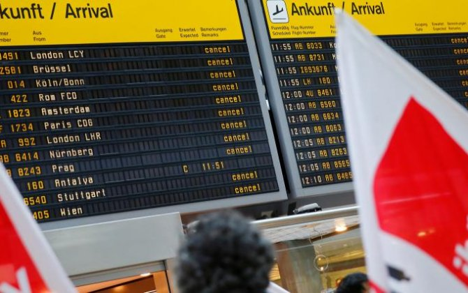 Ryanair beats Berlin airport strike by flying in its own staff