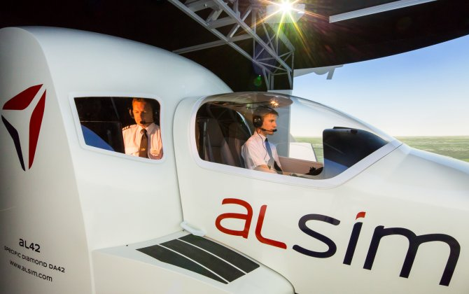Scottish ACS Flight Training school acquires Alsim AL42 flight simulator