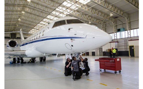 Servicing at Bombardier's second London Biggin Hill hangar takes off