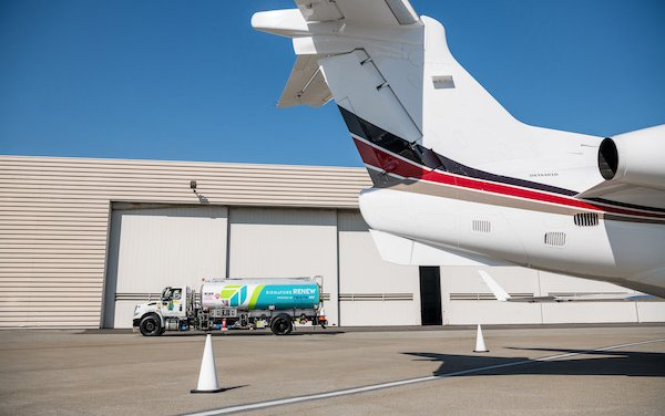 Signature Flight Support partnering Neste, leads supplies of low carbon jet fuel to private aviation