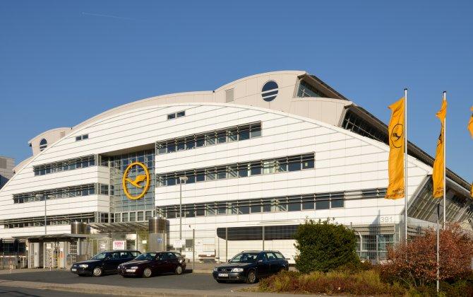 Textron Aviation honors Lufthansa Flight Training with European High Utilization Award