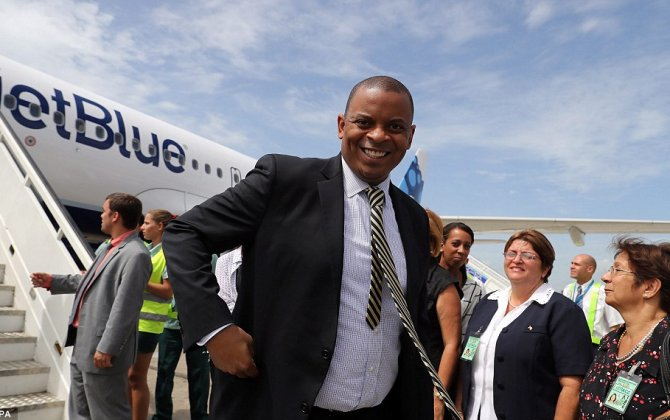 U.S. Transportation Secretary Foxx Arrives in Cuba on First Scheduled Flight in Over 50 Years