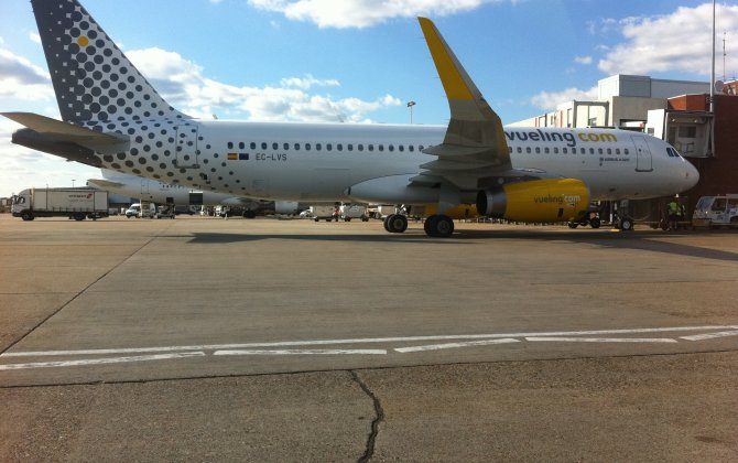 Vueling Airbus A-320 at Barcelona on Feb 6th 2016, commenced takeoff without clearance and rejected