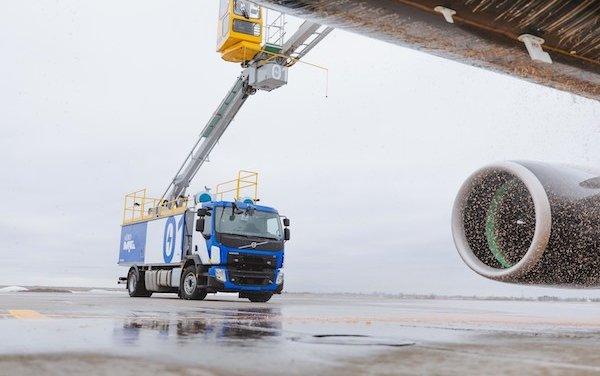 World First Electrically Powered Aircraft De-Icing Truck