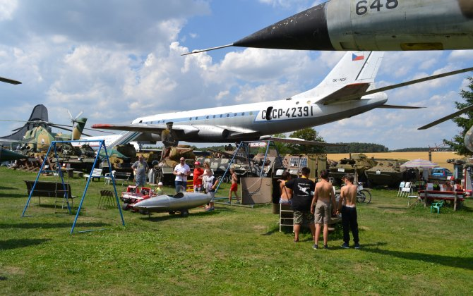 Young aviators enjoyed an amazing camp with historical planes