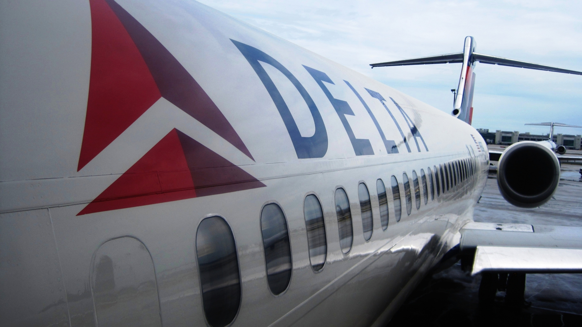 Delta launches comfort fares saturday delta air lines for What is the difference between delta comfort and main cabin