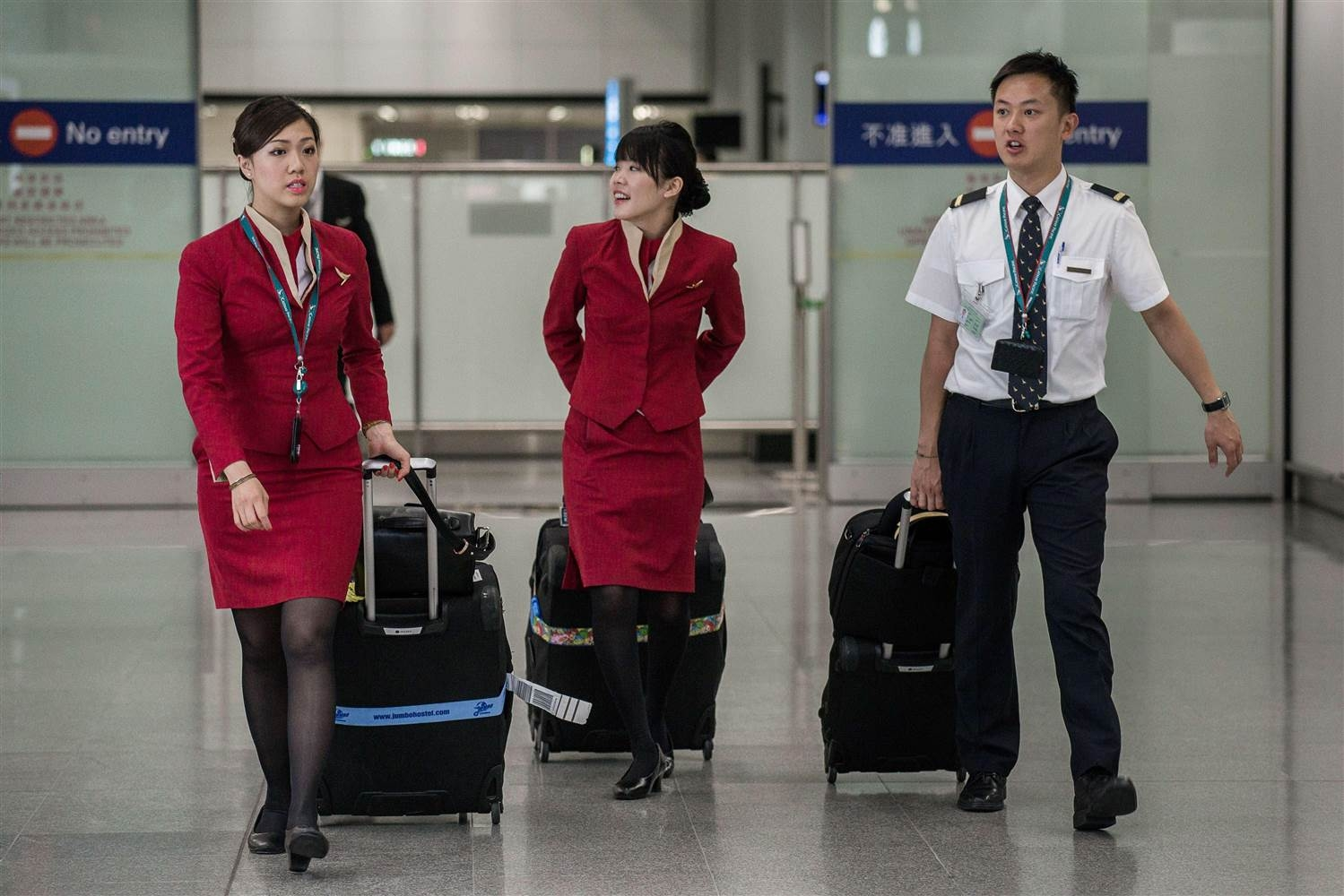 Cathay Pacific Cabin Crew Union Demands 6% Pay Rise, Or ...